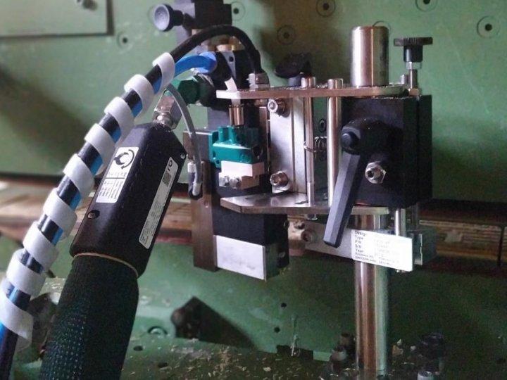 Retrofit do padesát let starého stroje na výrobu bednění