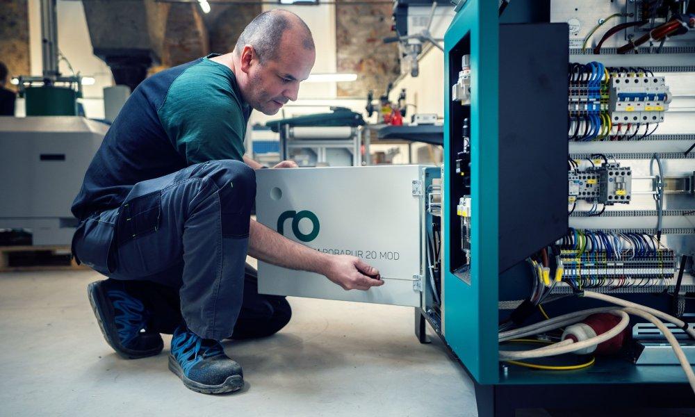 Servis lepících strojů