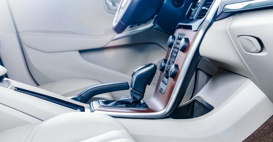 Gluing technology for the automotive industry